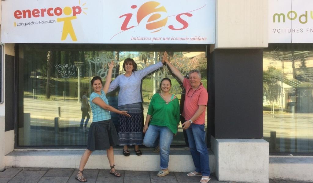 Les bénévoles d'IéS 34 s'installent au Faubourg de Montpellier. Crédits photo : Viviane Radier, SCIC IéS