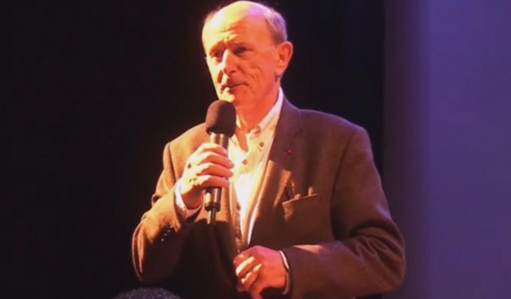 Photographie issue de la vidéo de la conférence (Dailymotion)