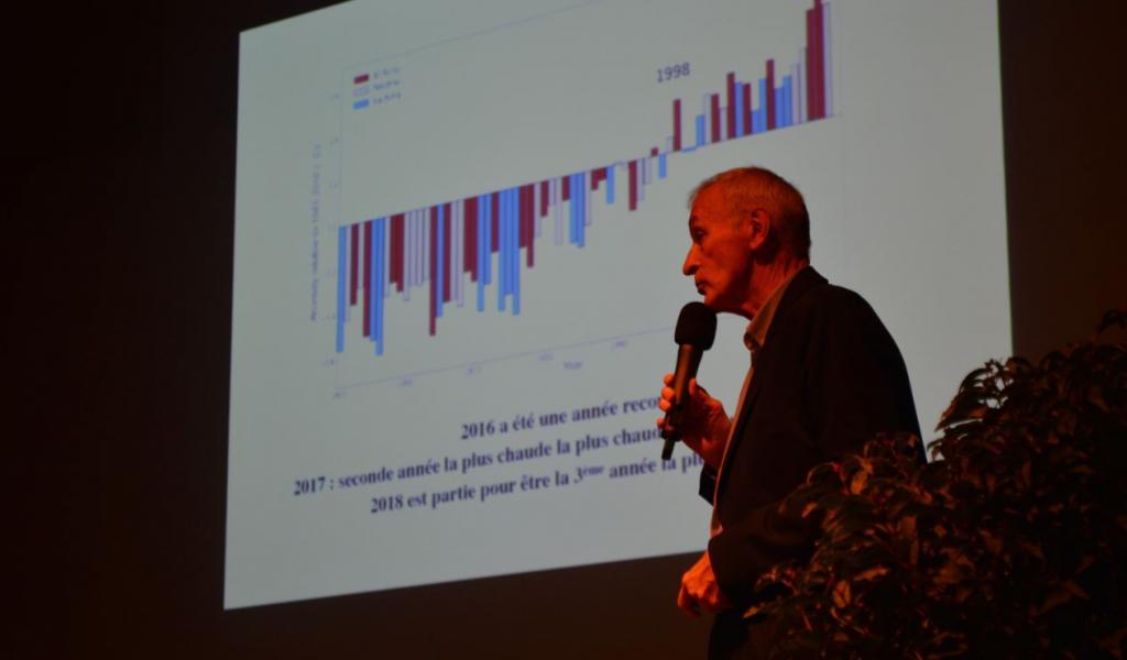 Jean Jouzel, sur la scène de la Boiserie de Mazan (84), le 4 octobre dernier -FD