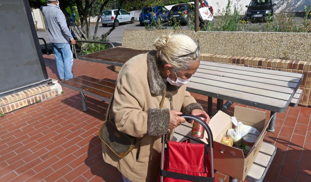 Distribution alimentaire au Mac Do de Sainte-Marthe, Marseille, le 27 avril (crédit Clara Martot)