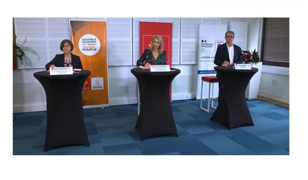 De gauche à droite : Sylvie Lemonnier (Directrice adjointe, DREAL Occitanie), Nadia Pellefigue (Vice-Présidente Région Occitanie), Michel Peyron (Directeur régional ADEME Occitanie) - copyright Patrick Martens